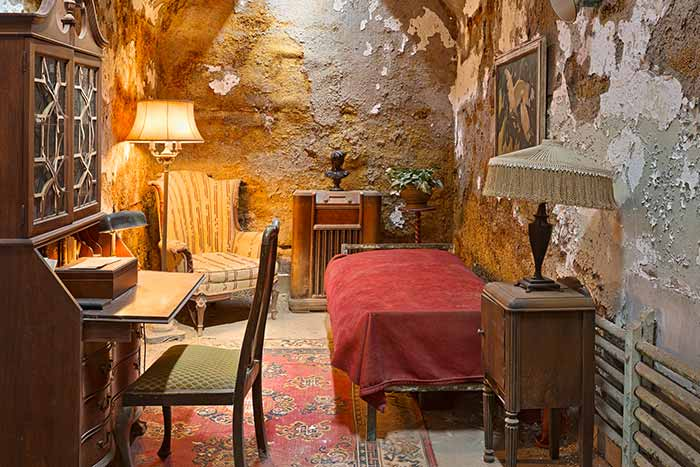 Al Capone's Luxurious Prison Cell HDR