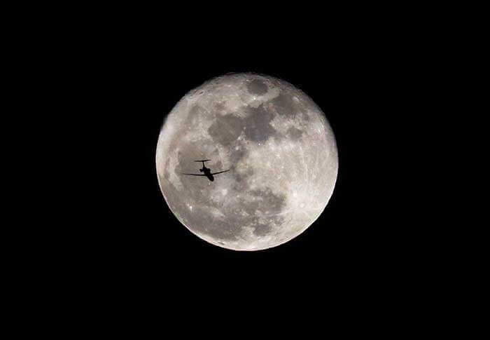 How to Photograph the Moon silhouette airplane